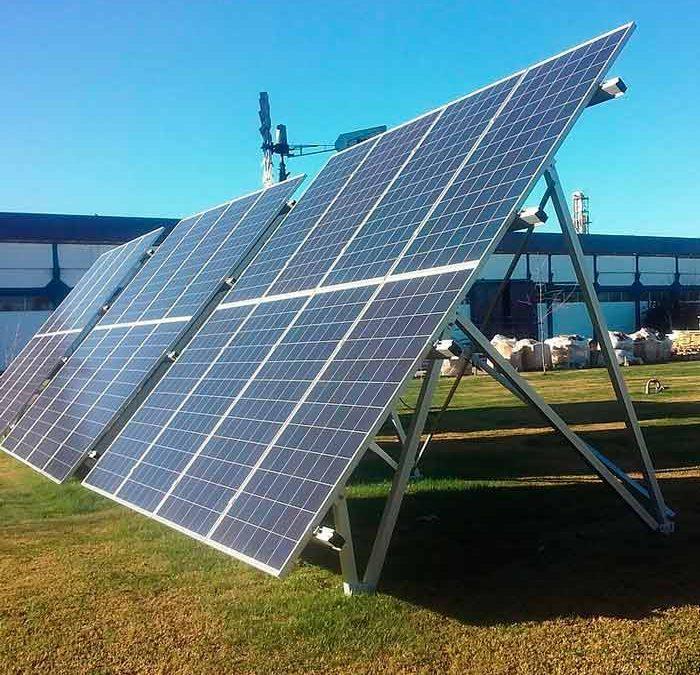 Innovador método impide que paneles solares se desprendan por el viento